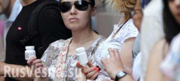 Очередь за жизненно необходимыми лекарствами под Кабмином Украины (ФОТОРЕПОРТАЖ)