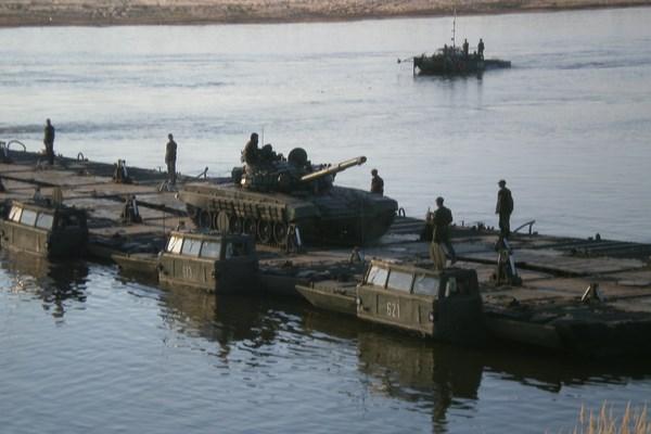 Боевики хунты готовят понтонные переправы через Донец для наступления