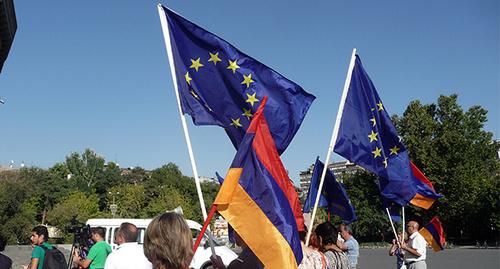Флаги ЕС на митинге в Армении посчитали провокацией