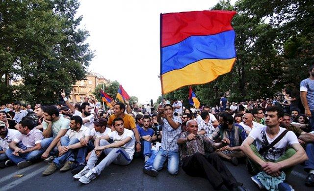 Полиция пригрозила применить свои полномочия для разгона акции в центре Еревана