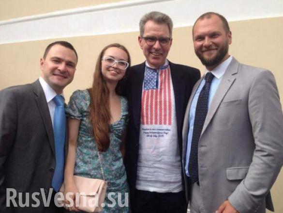 Посол США на Украине показался на публике в вышиванке цветов флага США
