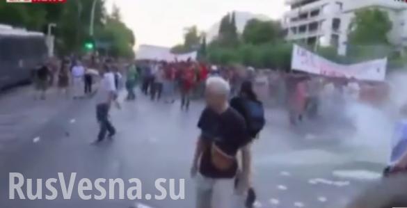 В Афинах серьёзные протесты: полиция применила слезоточивый газ для разгона митингующих (ВИДЕО)