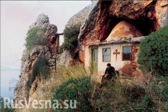 Монахи святой горы Афон призвали Грецию голосовать против ультиматума Еврокомиссии