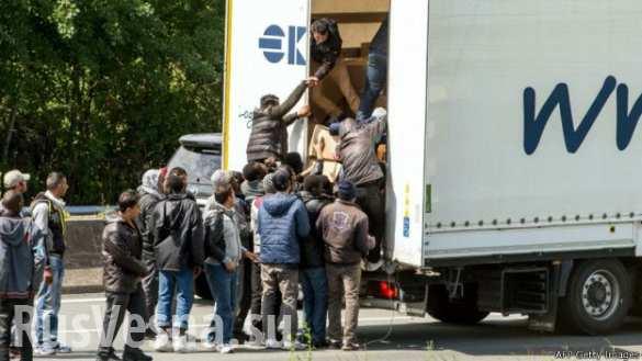 Мигранты пытались взять штурмом тоннель под Ла-Маншем