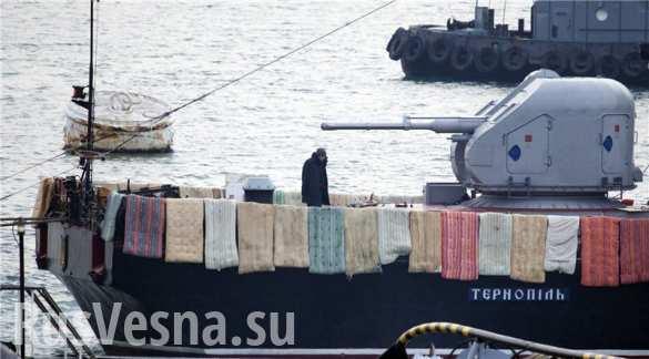 Порошенко утверждает, что украинский флот одержал важную победу — «защитил Украину от агрессора с моря»