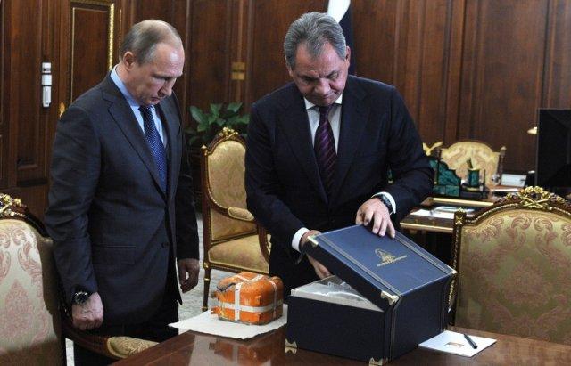 Параметрический самописец сбитого Су-24 представлен Президенту РФ Владимиру Путину