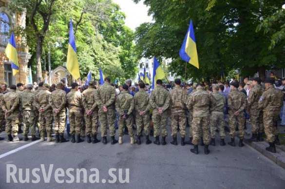 Порошенко отказал 22 боевикам «Азова» из России в гражданстве Украины