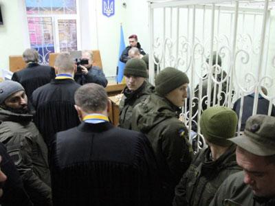 «Правый сектор» заблокировал суд в Кировограде, вызволяя «побратима», который ограбил местное отделение «Национальной лотереи»