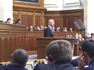 «Два года назад я зачем-то взял шефство над семьёй хронических алкоголиков»: блестящая речь Джо Байдена в украинском парламенте