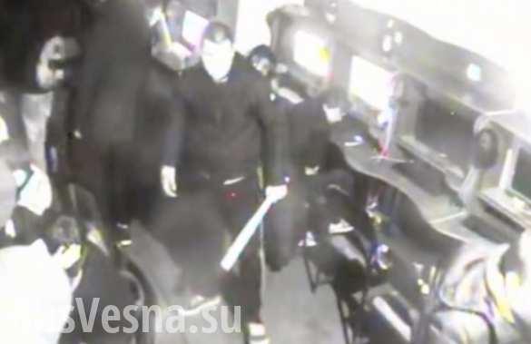 Харьковские нацисты избили школьников за высказывания в Интернете (ВИДЕО)