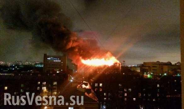 Названа причина крупнейшего за четверть века пожара на заводе в Москве (ВИДЕО)