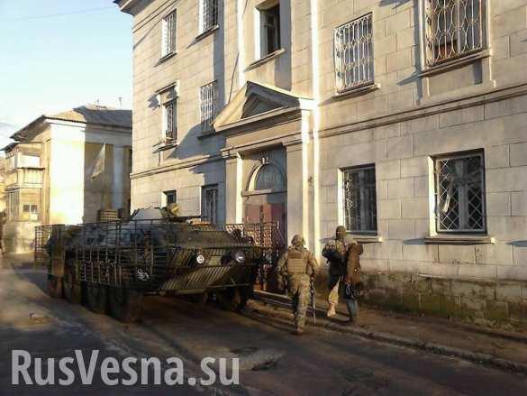 Спецоперация в Мариуполе: каратели разоружают карателей