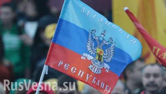 «Ночные волки» Донбасса провезли по Луганску 30-метровый флаг Республики (ФОТО)