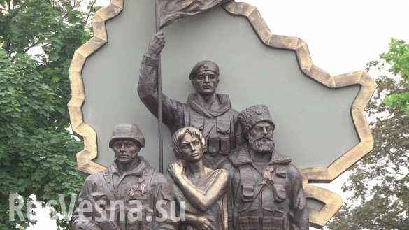 В Луганске открыли памятник Защитникам Республики (ФОТО)