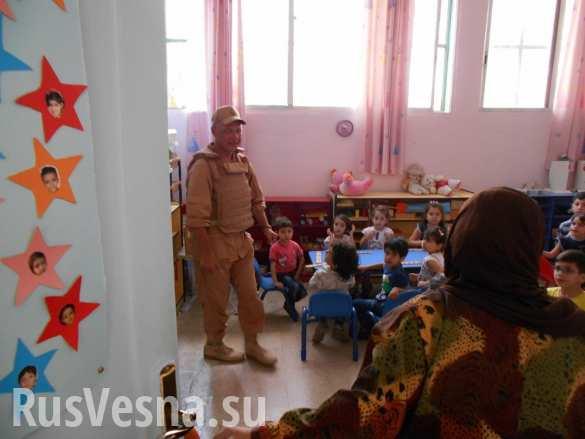 Российские военные привезли сладости и продукты детям Латакии — эксклюзив «Русской Весны» (ФОТО)