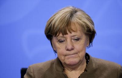 Ангеле Меркель подкинули голову свиньи с оскорбительной надписью