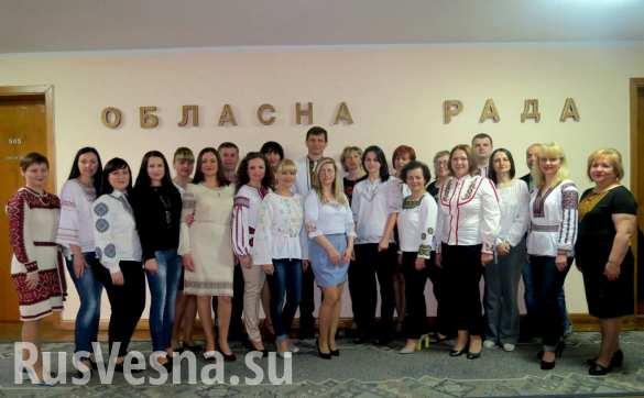 Дресс-код по-украински: на работу — в вышиванке (ФОТО)