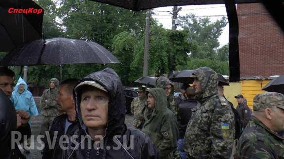«Мы воевали, у нас льготы» — украинские военные заблокировали автовокзал, требуя бесплатного проезда (ФОТО, ВИДЕО)   Русская весна