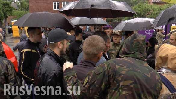 «Мы воевали, у нас льготы» — украинские военные заблокировали автовокзал, требуя бесплатного проезда (ФОТО, ВИДЕО)