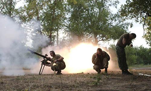 На луганском фронте «горячо» под Счастьем и Луганским