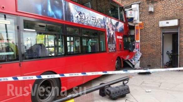 Двухэтажный автобус влетел в лондонский магазин, пострадали 15 человек (ФОТО, ВИДЕО) | Русская весна
