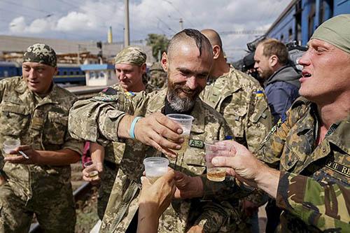 После провала с беспилотниками, у киевской власти надежда только на телеканалы