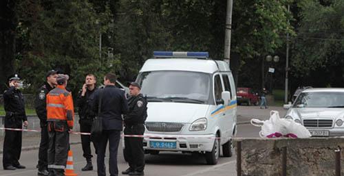 В центре Ровно искали взрывчатку, а нашли пустые бутылки