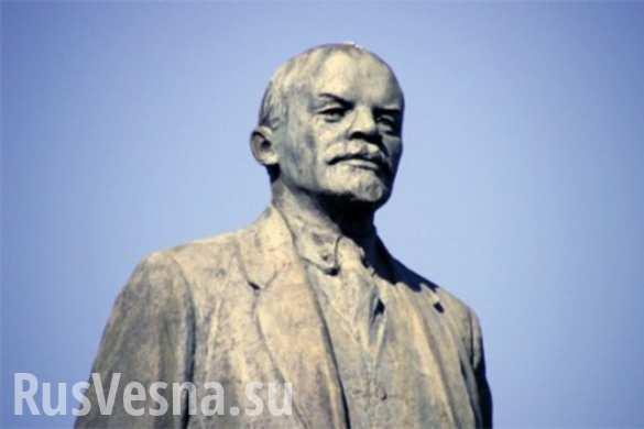Памятник Ленину в Одессе победил коммунальщиков — попытка сноса не удалась (ФОТО)