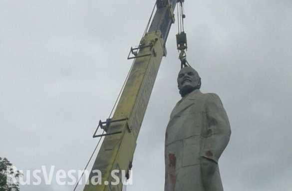 В Одессе сносят последний памятник Ленину (ФОТО)