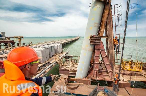 Строители приступили к сооружению опор в акватории Крымского моста (ФОТО)