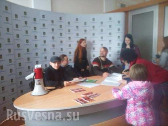 Бандиты из «Правого сектора» ворвались в Министерство информполитики Украины ( ФОТО, ВИДЕО) | Русская весна