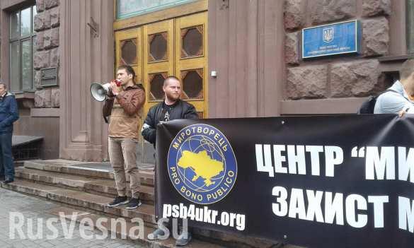 Бандиты из «Правого сектора» ворвались в Министерство информполитики Украины ( ФОТО, ВИДЕО)