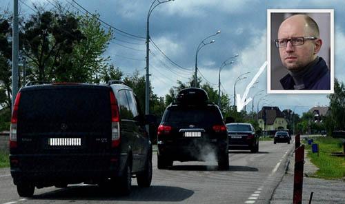 Экс-премьера Яценюка обнаружили: живет под Киевом и ездит под усиленной охраной