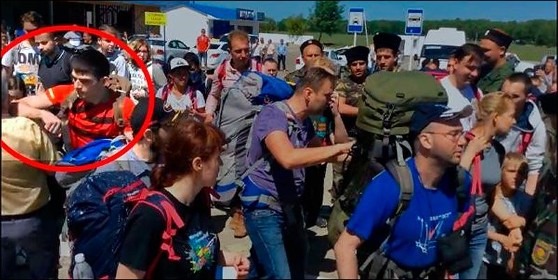 активист Навального инициирует драку