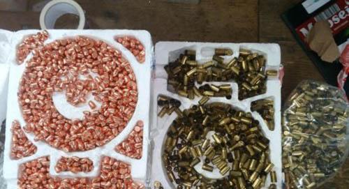 Таможенники Галичины в почтовых посылках из США обнаружили арсенал оружия