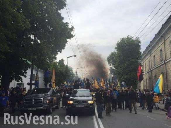 Сегодняшние бесчинства неонацистов «Азова» в Киеве — самые яркие кадры (ВИДЕО)