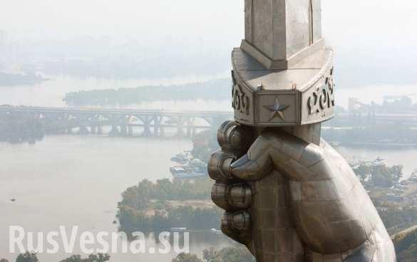 По закону о декоммунизации нужно ликвидировать Украину, — политолог