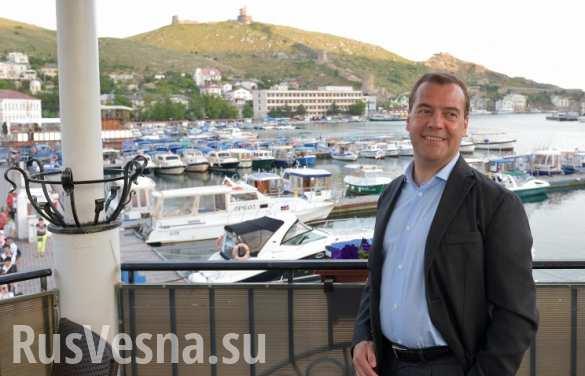 Киев возмущается из-за поездки Медведева в Крым
