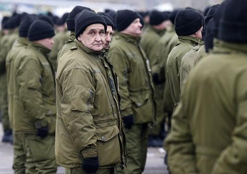 Уволенных украинских прокуроров и полицейских призовут в армию